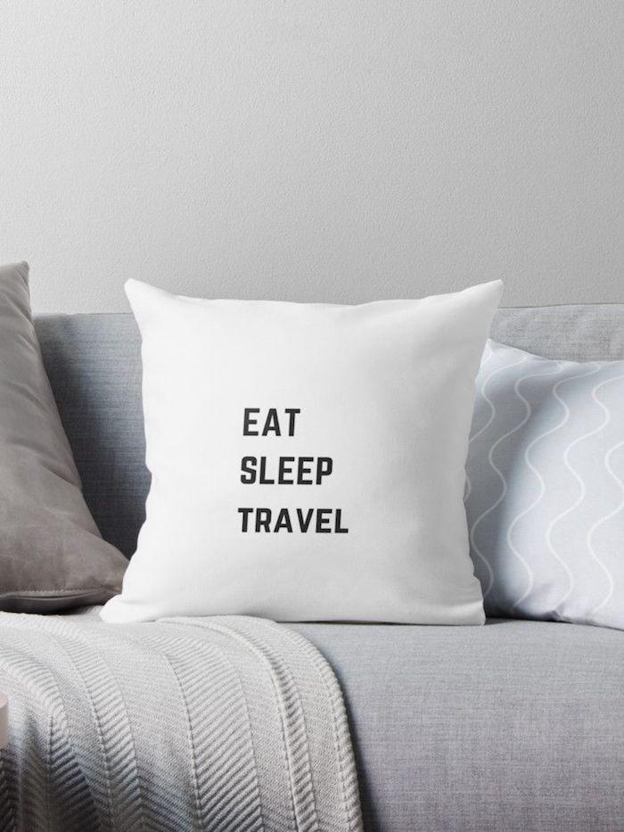 Coussin manger, dormir et voyager, cool idée cadeau anniversaire, idée cadeau personnalisé pour les amoureux du voyage