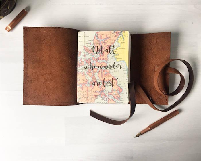 Couverture cuir pour voyageur cahier aventures, idée cadeau amie, idée cadeau personnalisé