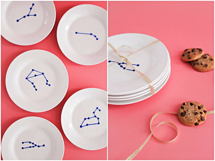 idée originale pour customiser des assiettes blanches, dessin constellations sur assiette blanche réalisé au feutre porcelaine