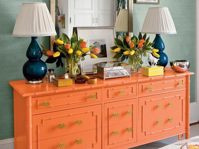 Orange meuble rangement, ceruser un meuble, customiser un meuble, idée pour relooking de meubles, lampes bleues