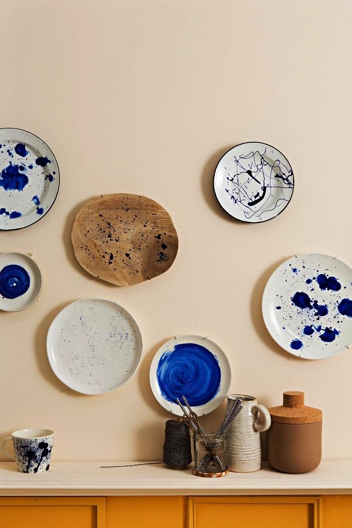 deco a faire soi meme, assiettes murales en porcelaine décorées avec éclaboussures de peinture à porcelaine