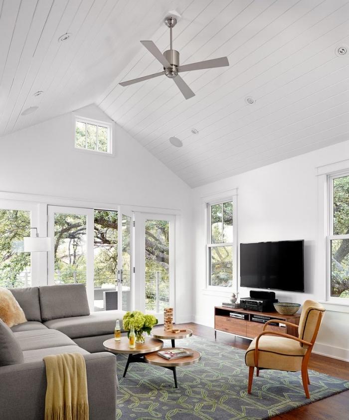 design salon cozy en blanc et gris, quelle couleur associer avec le gris dans la déco, idée deco salon scandinave