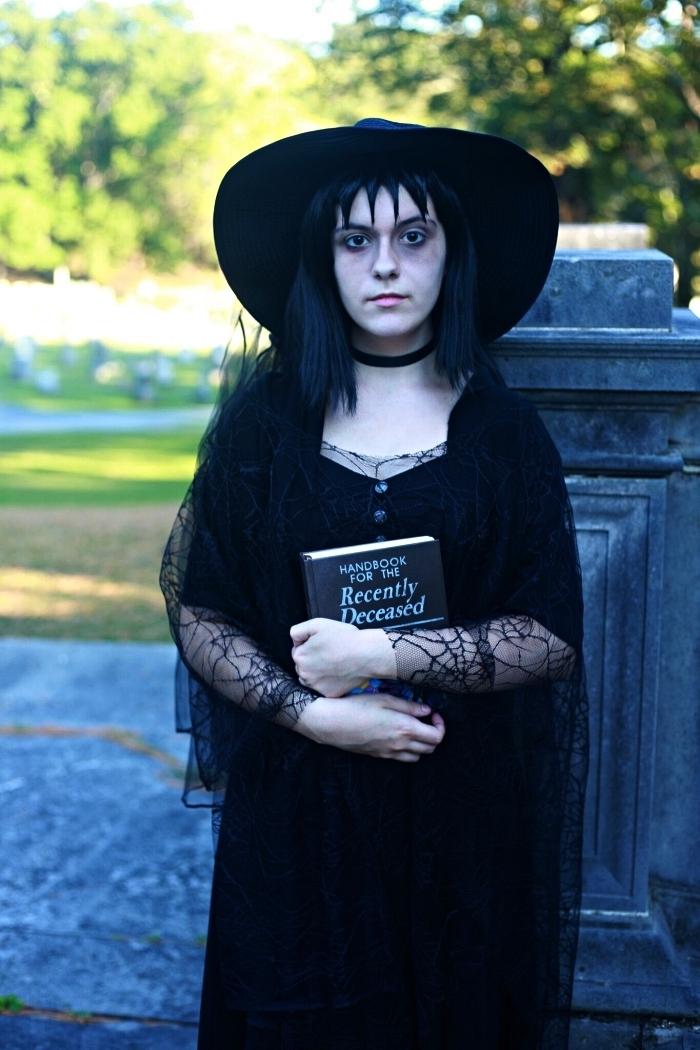 deguisement femme beetlejuice, costume de lydia deetz en tenue gothique toute noire