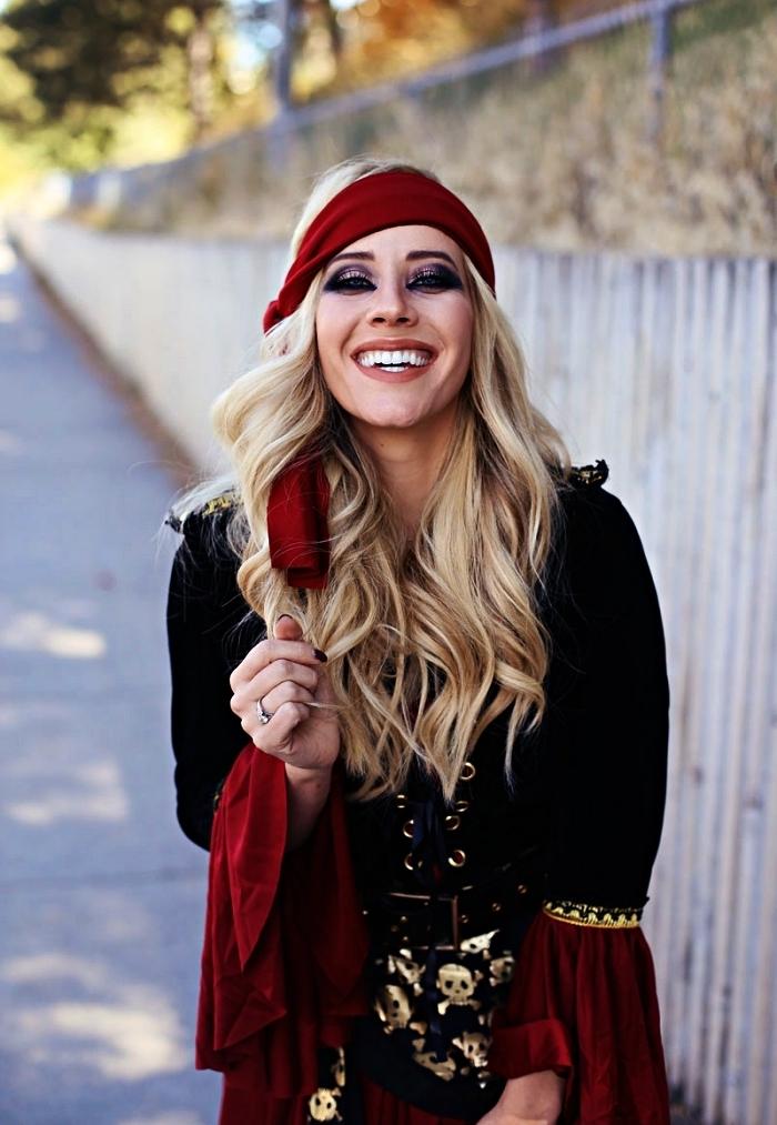maquillage pirate femme, comment réaliser un maquillage charbonneux pour un look pirate