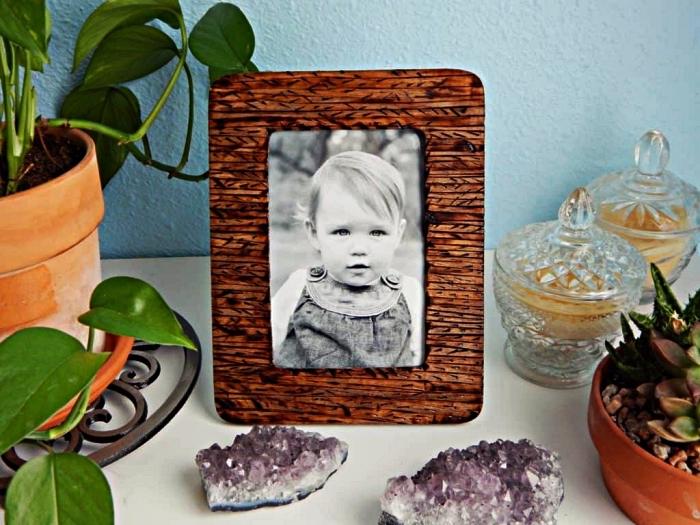 deco cadre photo en bois avec la technique de la pyrogravure, comment personnaliser ses cadres photos en bois