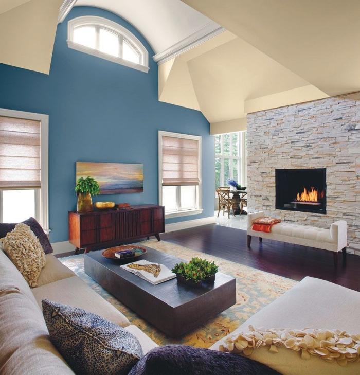 quelle couleur pour les murs dans un salon moderne, modèle de toit à pentes bi-colore, exemple de décoration intérieure salon