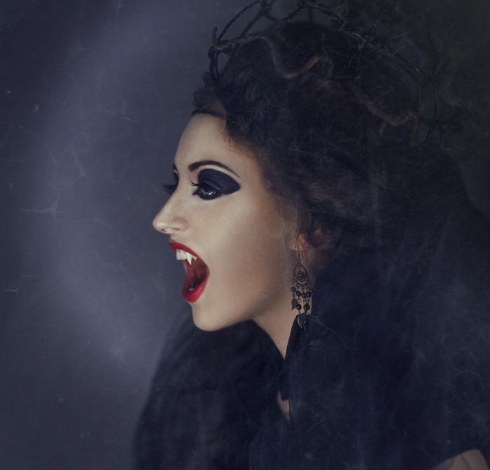 exemple comment se déguiser en femme vampire pour Halloween, idée maquillage vampire femme de dernière minute
