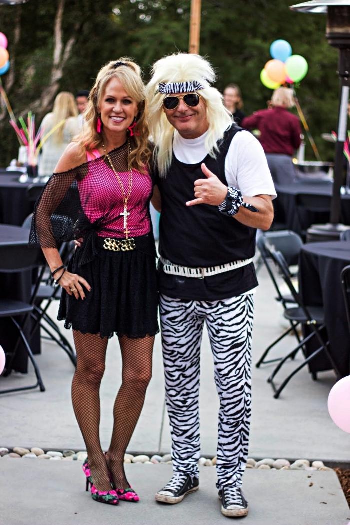 deguisement rock pour couple, costume de rocker composé de pantalon imprimé zèbre, t-shirt et débardeur