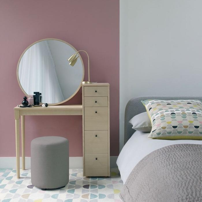 idée déco chambre adulte en couleurs neutres avec pan de murs en rose poudré, design contemporain dans une chambre à coucher