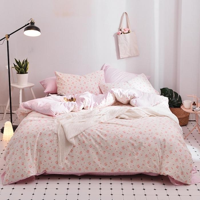 comment décorer une chambre femme moderne, idée peinture murale chambre fille de couleur rose pale avec sol blanc
