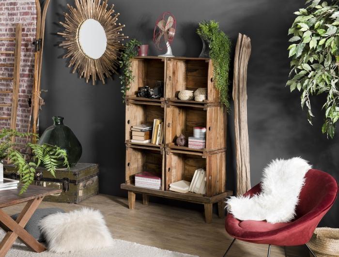 meubles en bois recyclé, aménagement salon de style rustique et industriel, meuble de rangement ouvert en bois recyclé, déco avec miroir soleil en rotin