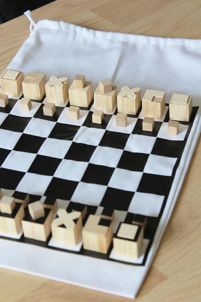 Faire un jeu d'échecs miniature pour la route, cadeau de voyage, cadeau original pour sa meilleure amie
