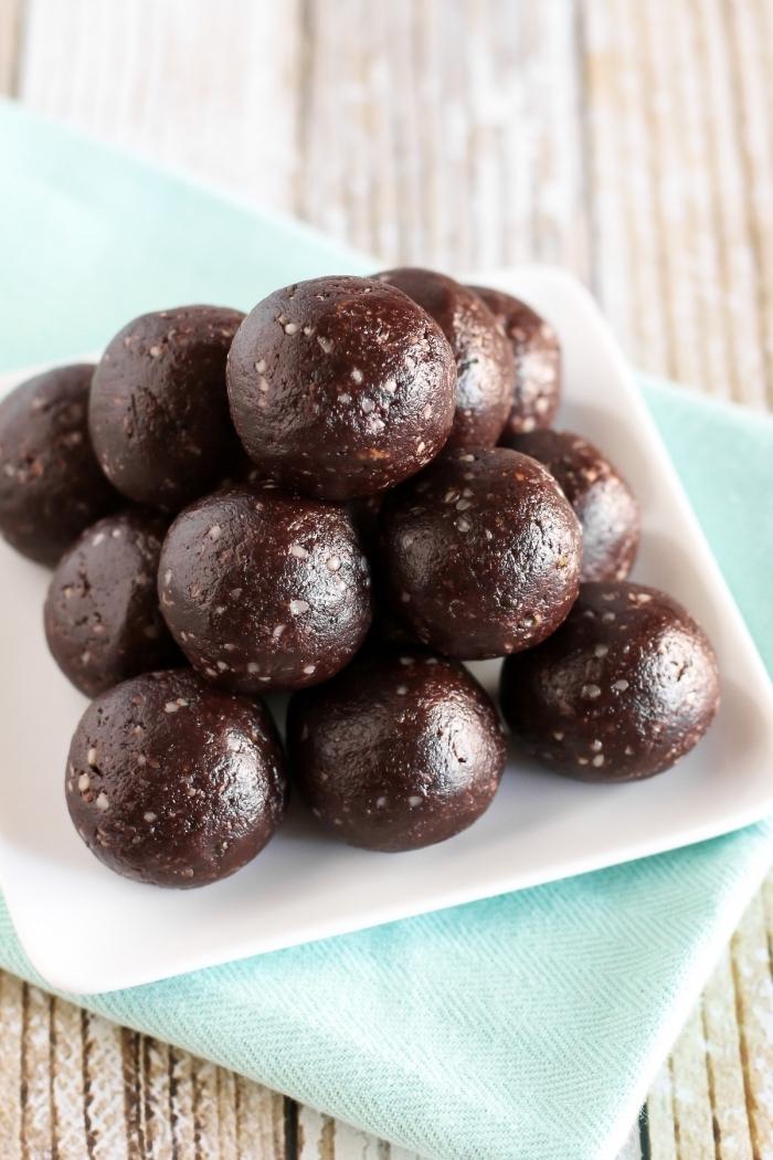 boules protéinées, recette truffes chocolat aux noix, cacao, idee pour faire des bonbons vegan sans sucre et gluten