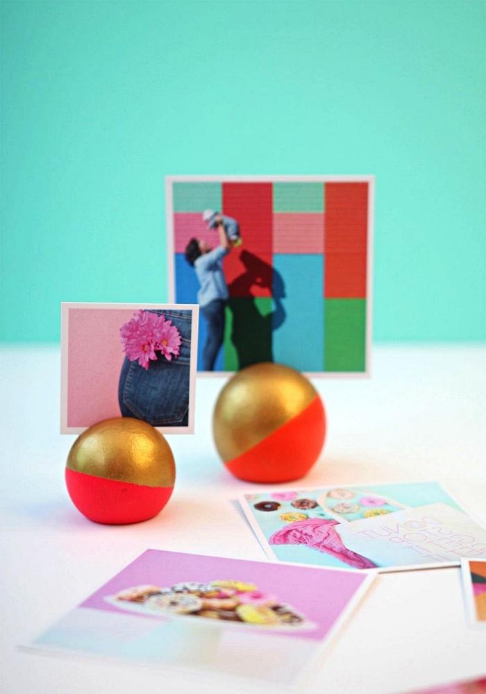 bouton de porte boule en bois détourné en porte-photo original en rose et or, porte photo diy à faire soi même