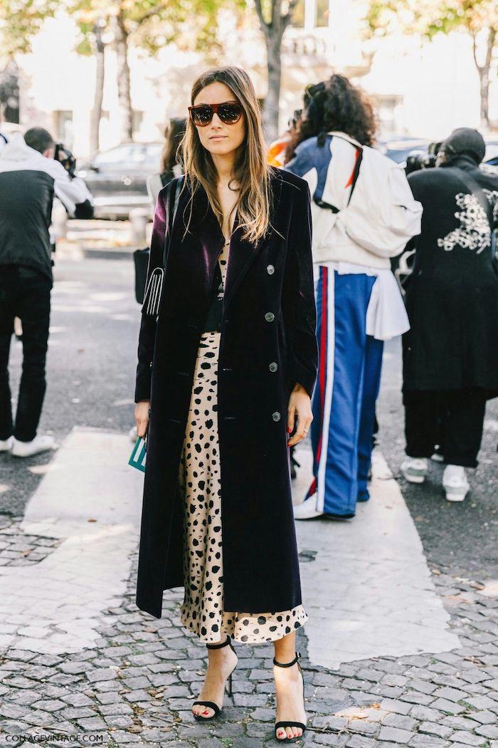Longue robe à pois et manteau longue couleur bordeaux, robe longue hiver, tenue chic femme, vetements chic femme