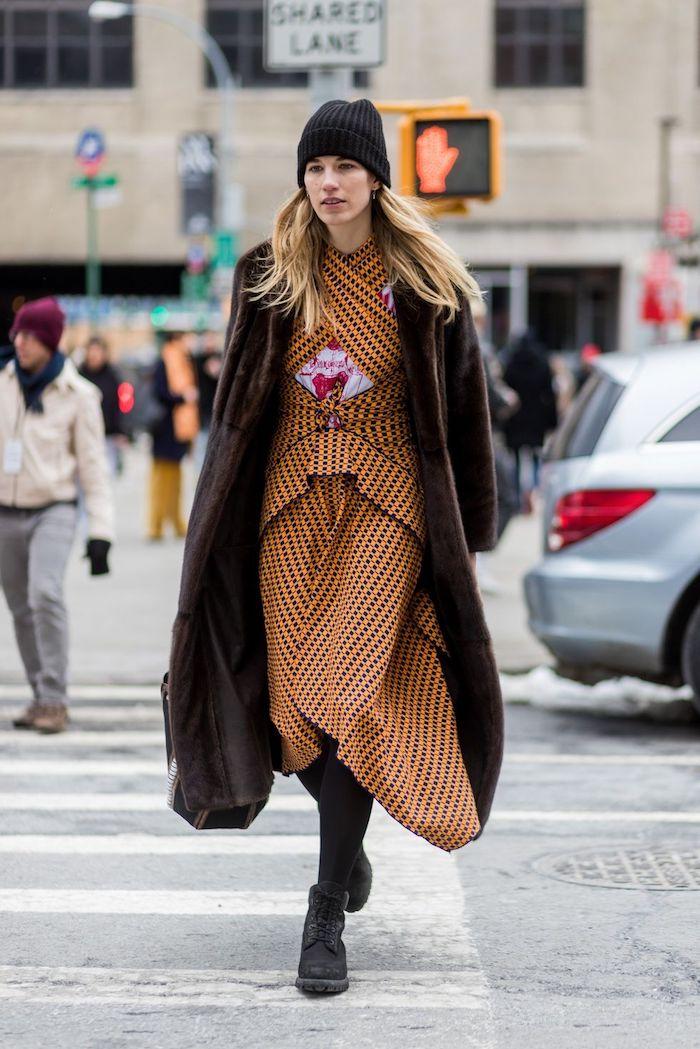 Robe longue derriere courte devant, orange robe longue boheme, mode hiver 2020 femme, tenue manteau parfait