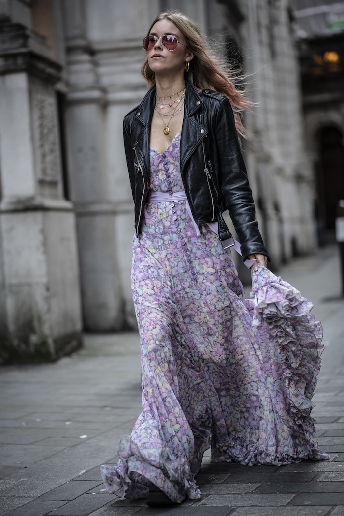 Veste cuir noir et robe bohème, automne pinterest robe longue femme, tenue hiver femme en robe