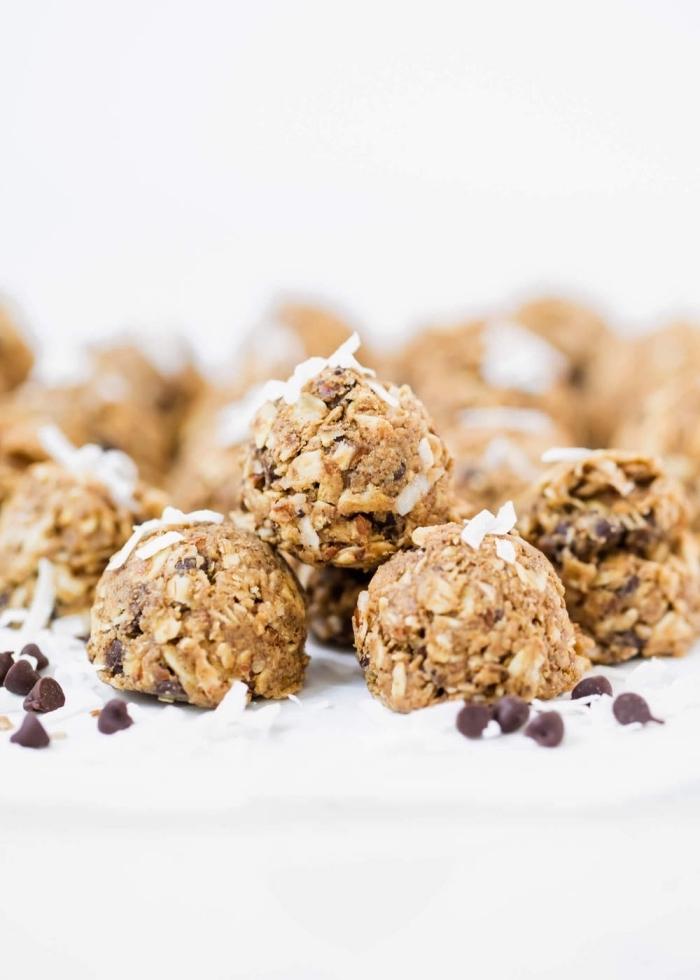 flacons de noix de coco, beurre de cacahuete, pepites de chocolat et flacons d avoine, alimentation cétogène recette