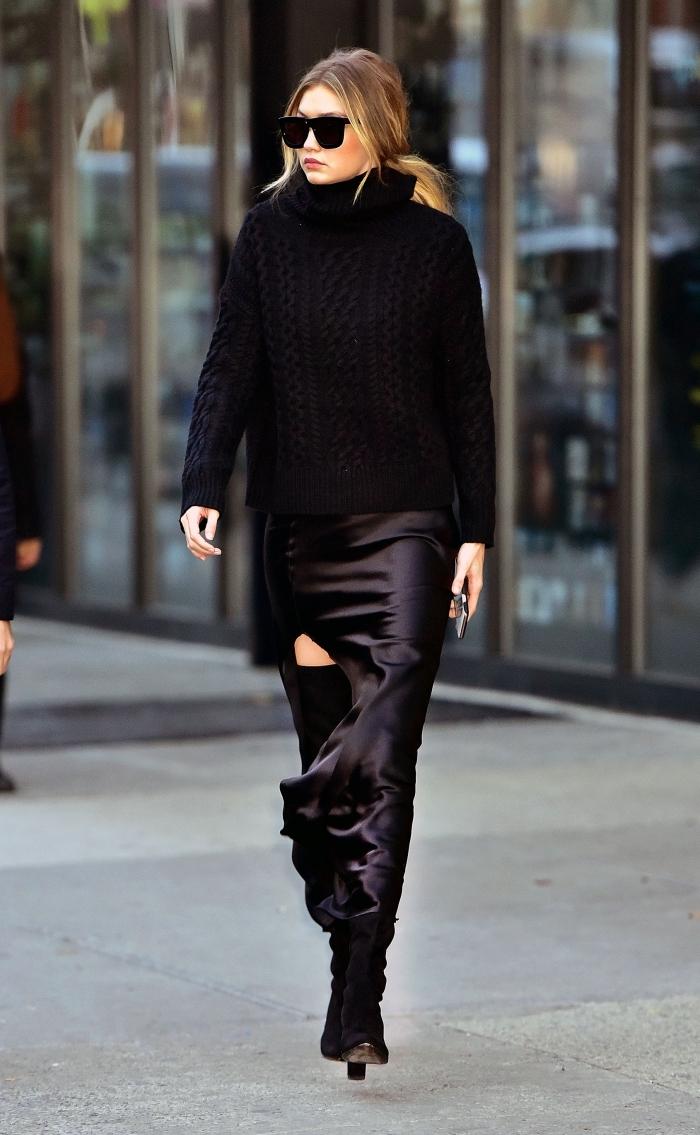 style vestimentaire femme hiver célébrité, Gigi Hadid habillée en pulloversize noir avec jupe simili cuir noir et lunettes soleil