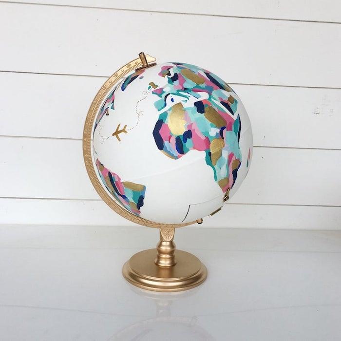 Globe couleurs pastel, idée diy globe, cadeau anniversaire DIY, présent à offrir à un voyageur