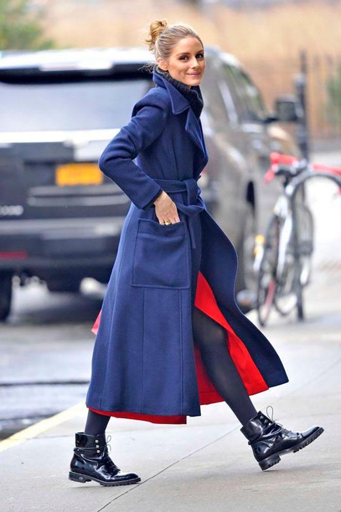 Bleu manteau longue et rouge robe en dessous, idée tenue olivia palermo robe fendue, robe longue manche longue stylée pour femme