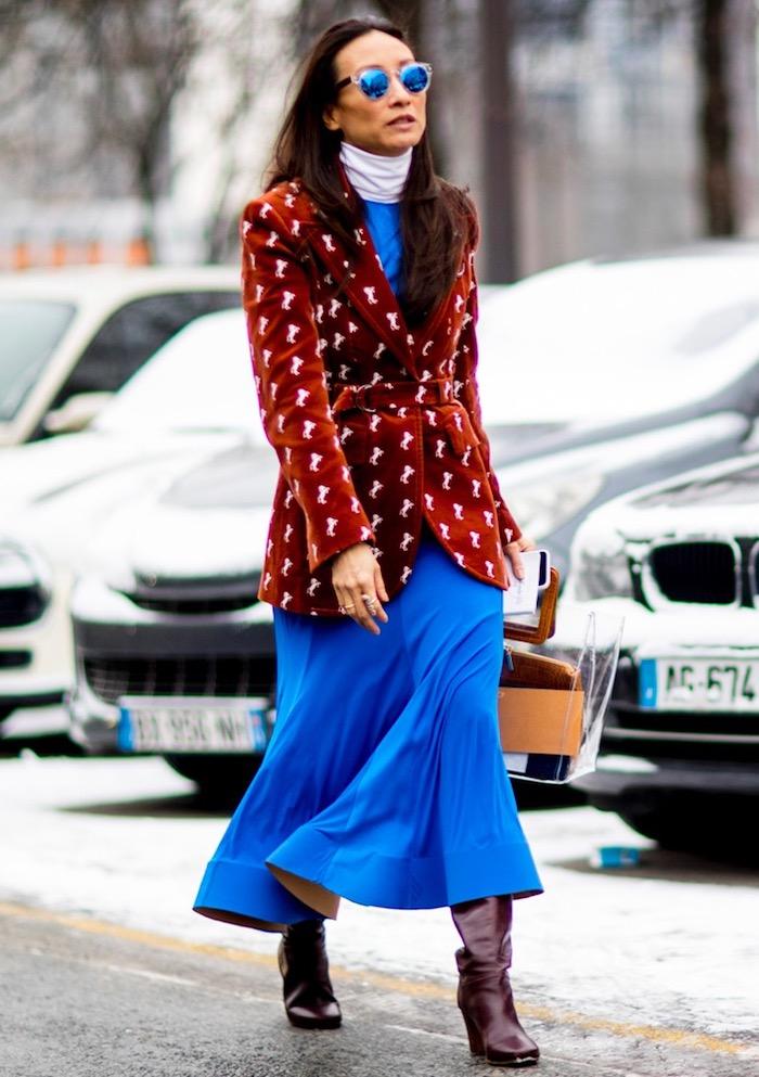 Robe bleue accent col roulé blanche, longue robe à manche longue, tenue hiver robe pull femme avec veste grande