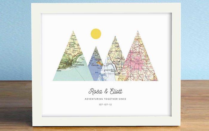 Cadre d'image avec cartes à la forme de montagne, endroit personnalisé de rencontre, cadeau de mariage pour couple
