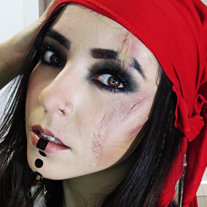 idée maquillage pirate pour femme comment se maquille en pirate pour halloween, maquillage tribal et smoky eye pour un look pirate femme