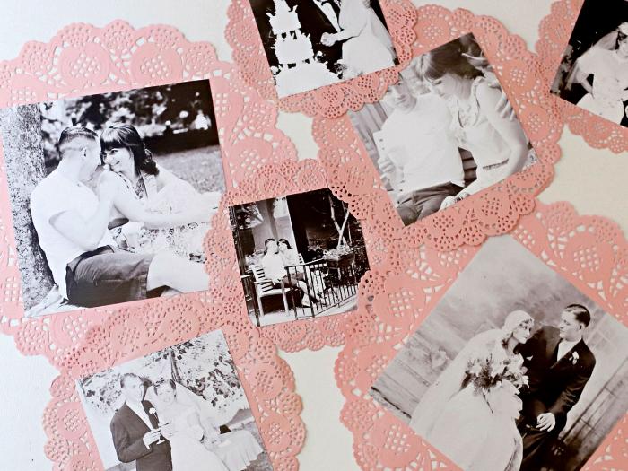 napperons effet dentelle peints en rose transformés en cadres photos vintage originaux, cadre mural en napperon effet dentelle
