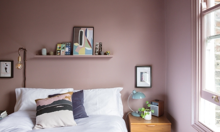 exemple comment aménager une petite chambre de style contemporaine, peinture murale de couleur rose pastel
