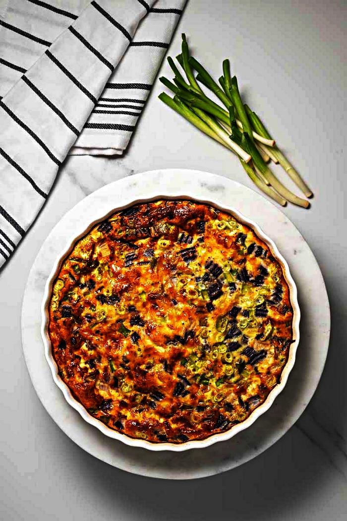 idées de recettes pour manger sans gluten, quiche facile sans pâte au bacon et aux légumes