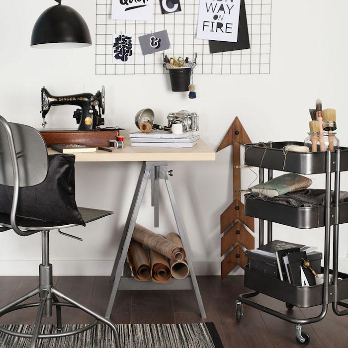 idee deco bureau industrielle en noir et blanc avec rangement raskog ikea fournitures bureau et outils tricot et couture