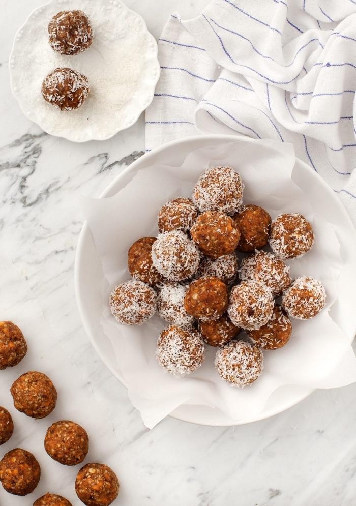 bonbon vegan aux graines de tournesol, noix de coco, carottes, dattes, idée pour faire un dessert sans gluten et sans lactose
