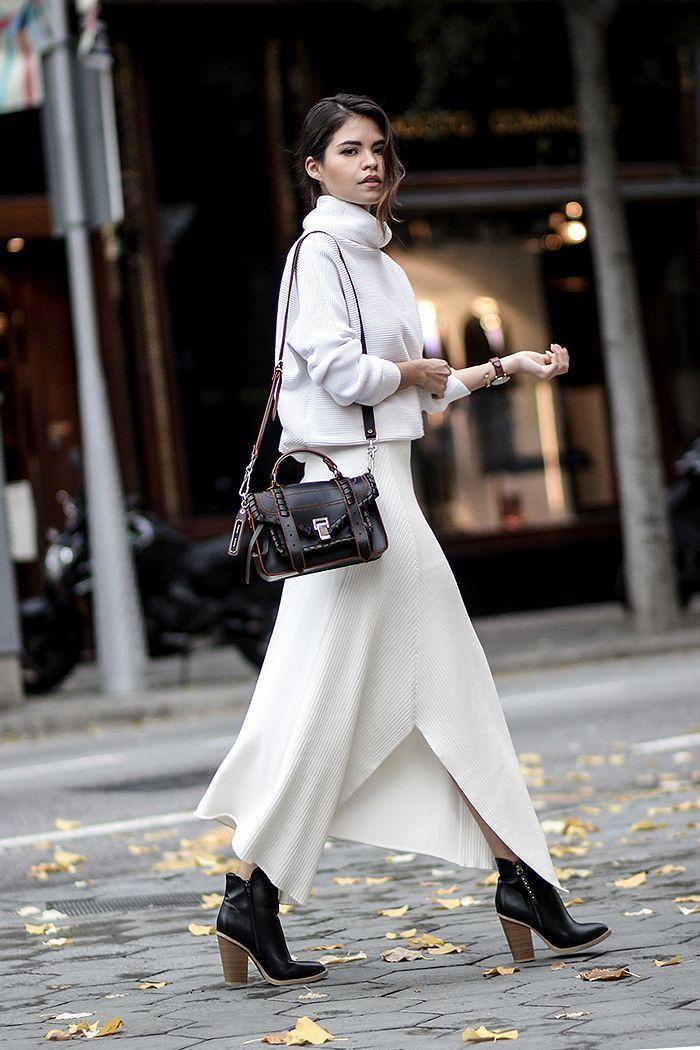 Blanc pull col roulé et robe longue d'hiver, comment s'habiller en hiver, jupe blanche longue avec feinte
