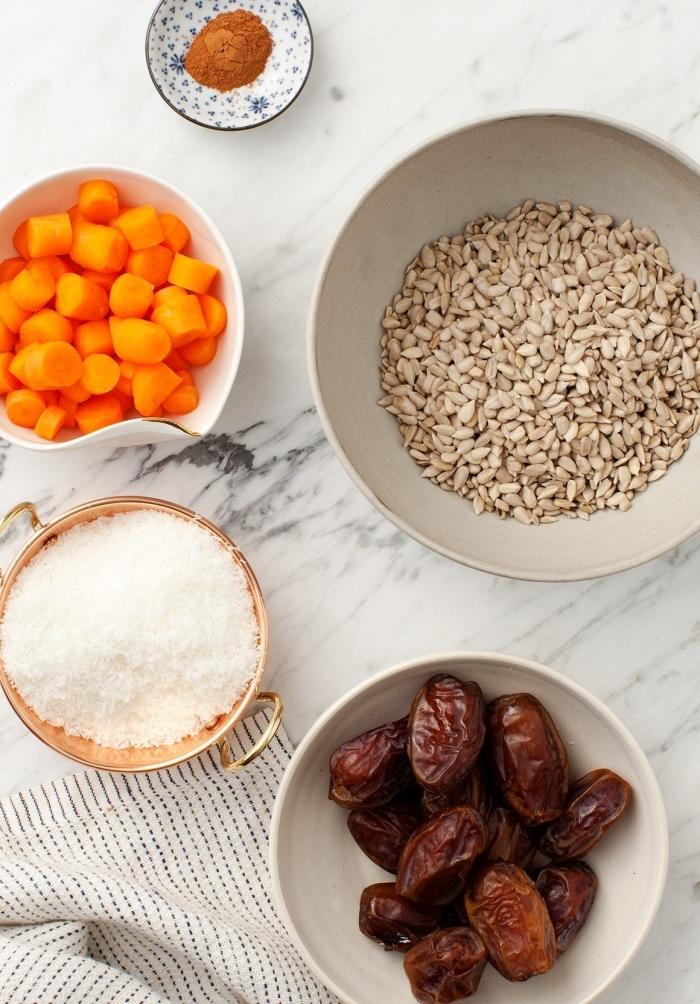 flacons de noix de coco, graines de tournesol, dattes, carottes, cannelle pour faire energy balls maison simples
