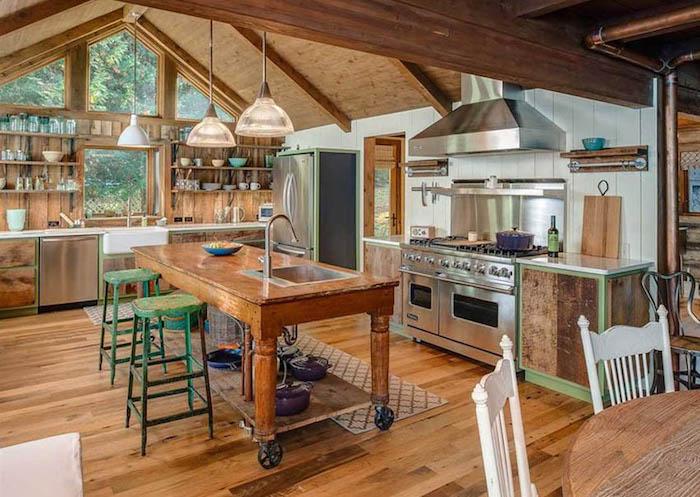Table bois îlot de cousine chalet moderne, decoration esprit chalet montagne, cuisine moderne