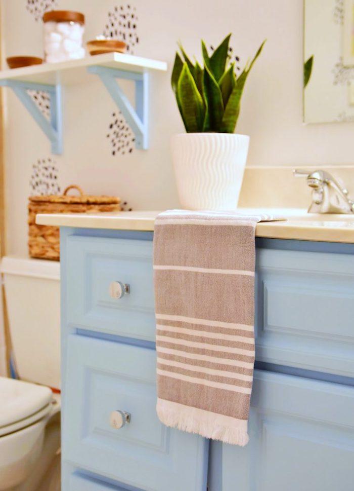 Bleu claire caban pour salle de bain, ceruser un meuble, quelle peinture pour repeindre un meuble en bois