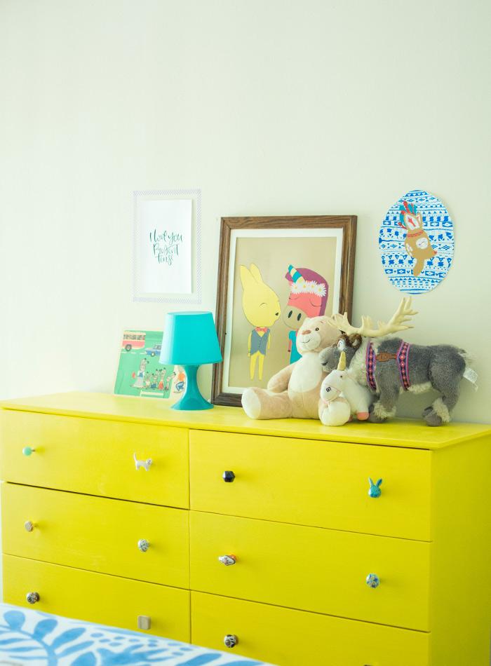 Jaune commode chambre enfant, cool idée peindre un meuble en bois, repeindre un meuble de rangement en bois