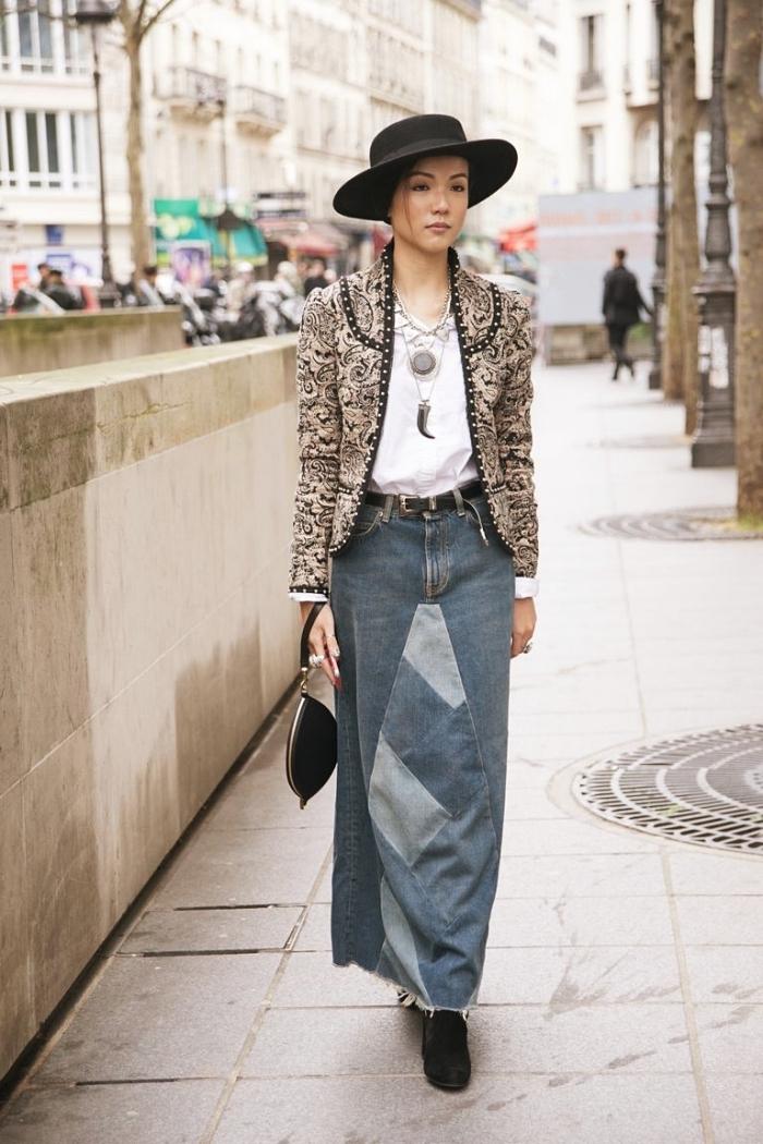 idée look femme stylé en jupe denim, exemple comment porter une jupe hiver jeans, accessoires mode femme hiver