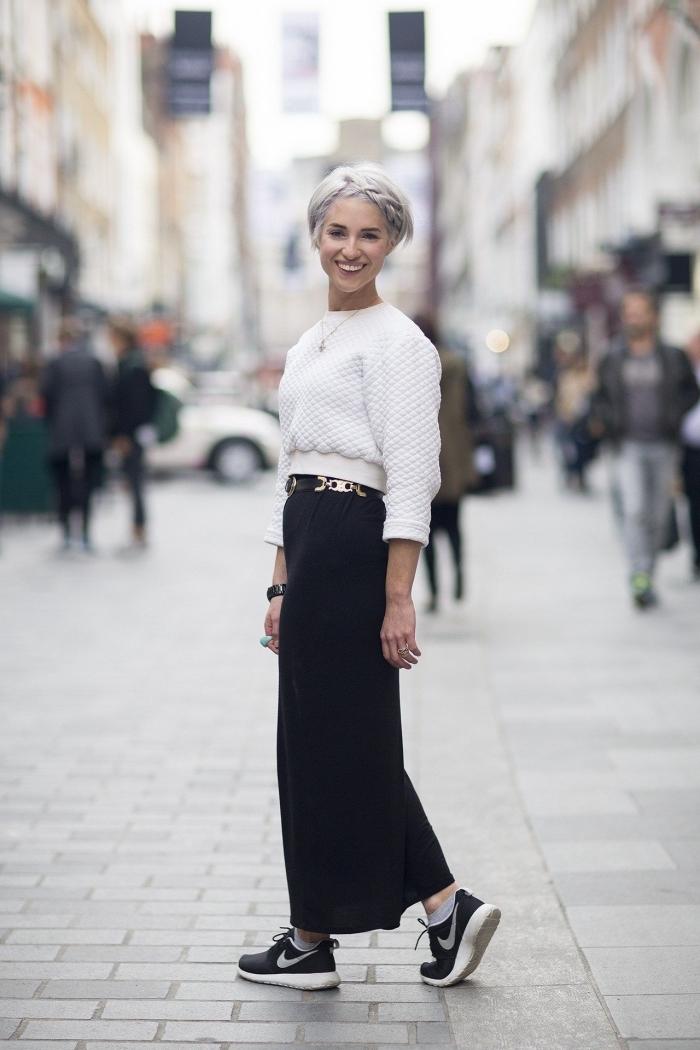 look stylé femme hiver, comment porter une jupe noire longue avec un pull blanc, vêtements tendance hiver femme