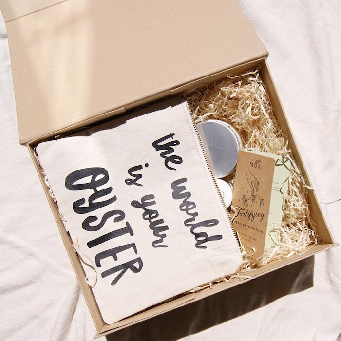 Boite bon voyage, idée cadeau amie, idée cadeau voyage utile pour elle et lui
