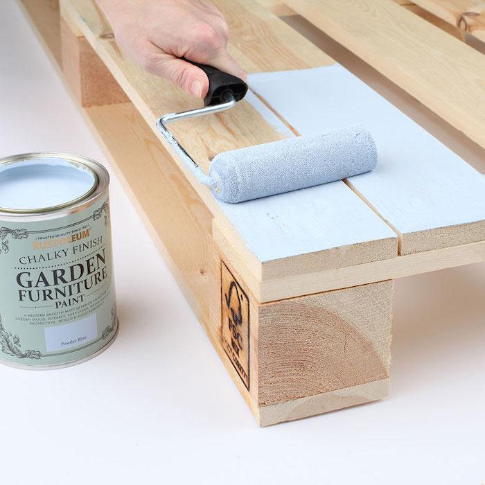 DIY meuble en palette européen peinte en bleu, idée customiser meuble, décoration maison meubles diy