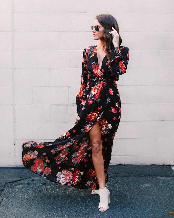 Magnifique robe noire manche longue à motif fleurie, idée robe longue d'hiver, lunettes de soleil aviateur