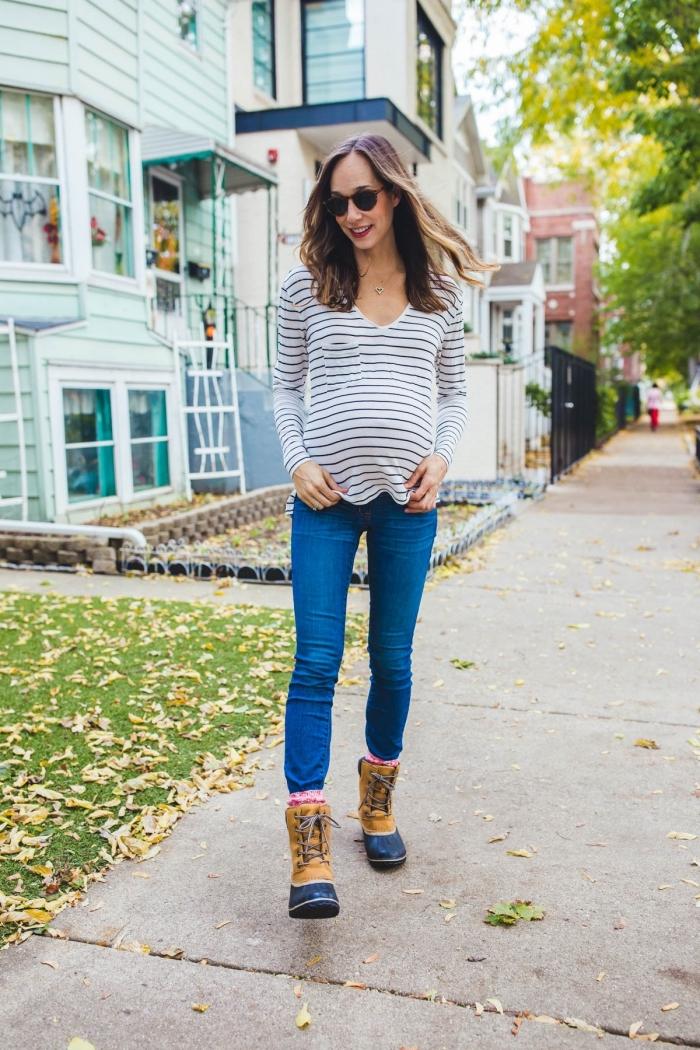 tenue grossesse casual en jeans slim avec blouse blanche, idée vetement femme enceinte confortable et chic