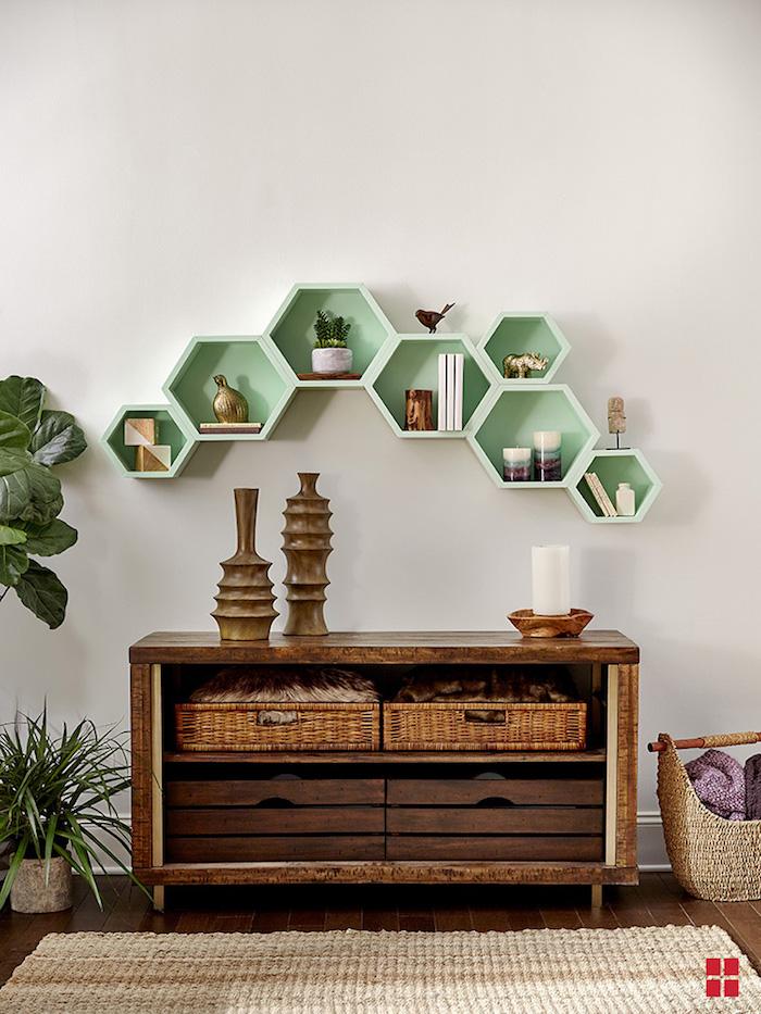 Étagères en boites en bois hexagones, relooking meuble avant après, peindre un meuble en bois vert peinture