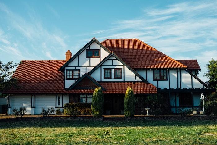 Choses à prévoir avant le commencement de la rénovation d'une maison, belle photo de maison rurale