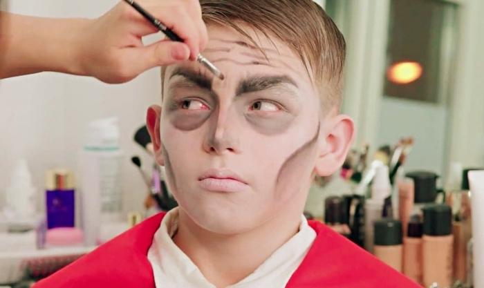 exemple de maquillage vampire homme, tuto maquillage halloween facile pour garçon, comment se déguiser en Drakula