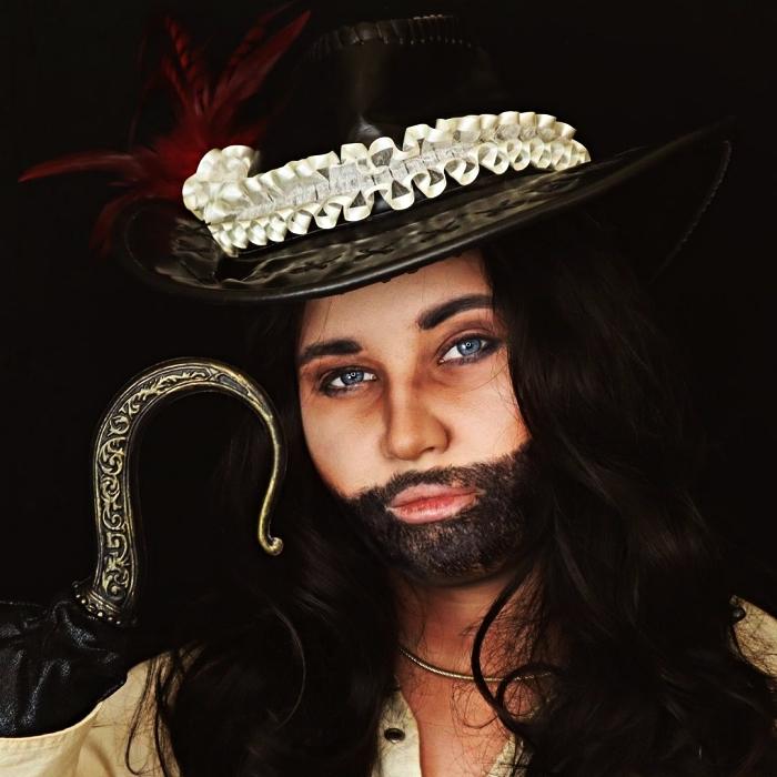 idee deguisement halloween pour recréer le look de capitaine crochet, maquillage de pirate avec fausse barbe