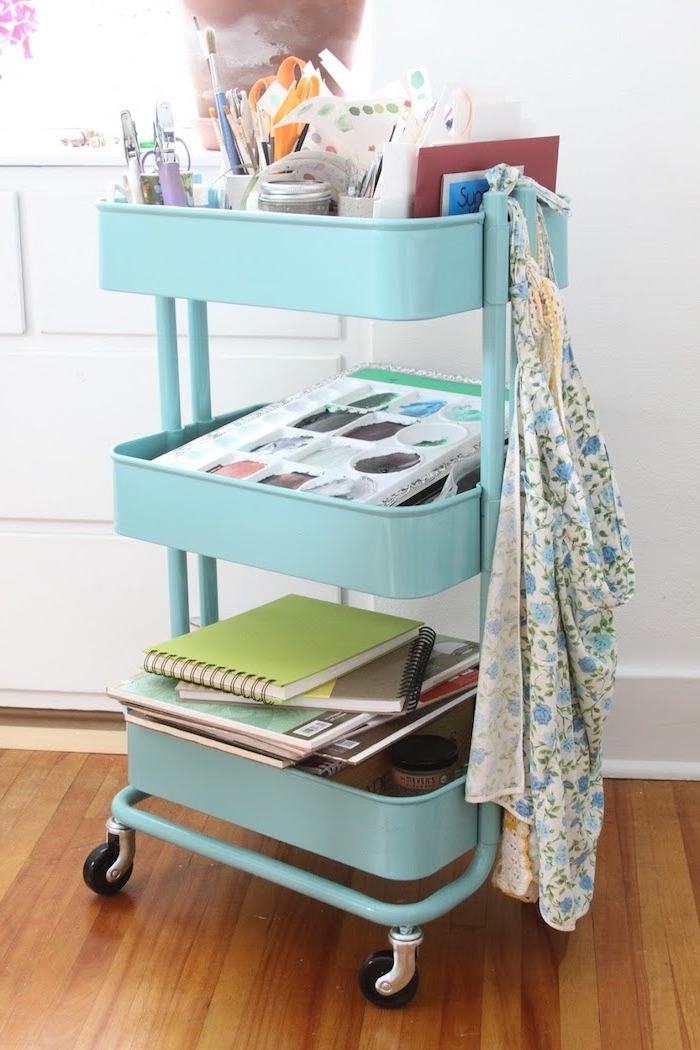 fournitures bureau et matériel diy bricolage avec des cahiers et fournitures scolaires, etagere ikea deco coin bureau