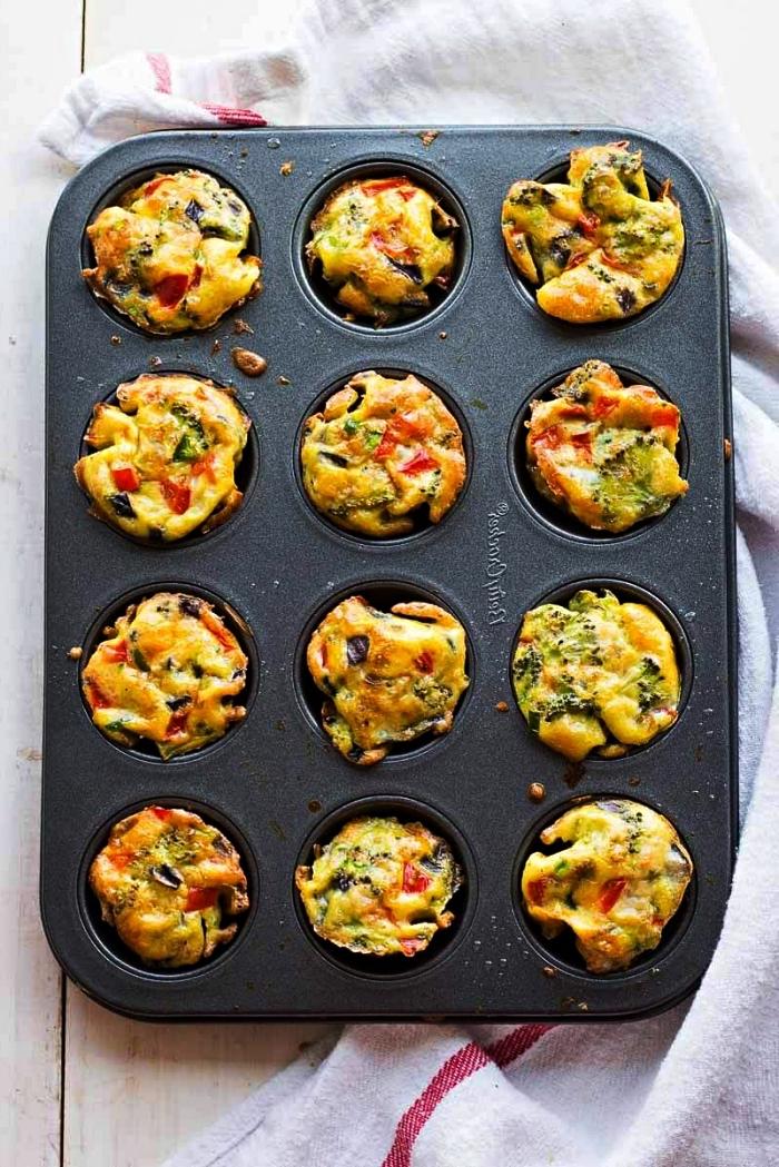 recette healthy pour un petit-déjeuner ou un brunch salé, muffins salés façons mini-quiches aux légumes